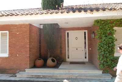 Great 4 bedroom house in a prestigious community in a suburb of Barcelona